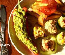 Cartofi-prăjiți-guacamole-hummus