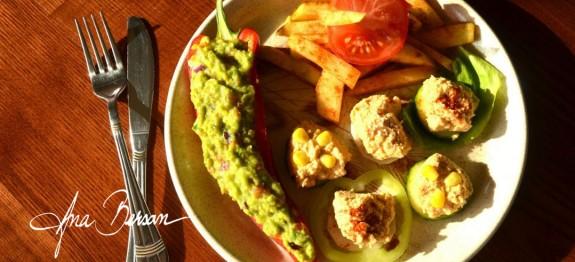 Cartofi prăjiți cu guacamole și hummus